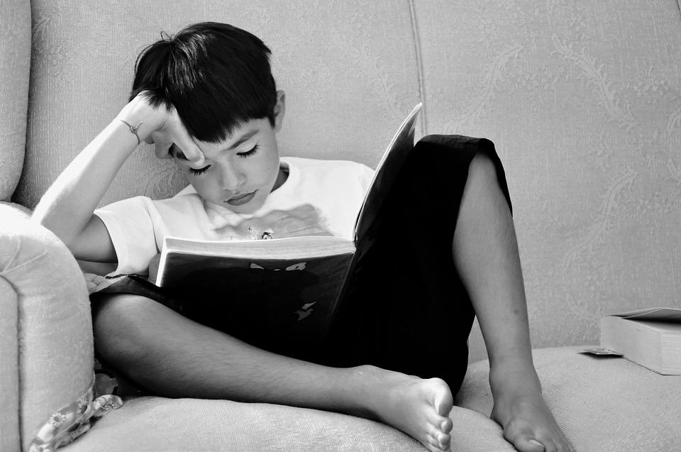 bambino che studia, difficoltà nello studio e dsa